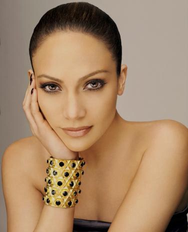 como-ama-una-mujer-photoshoot-jennifer-lopez-20137070-500-618